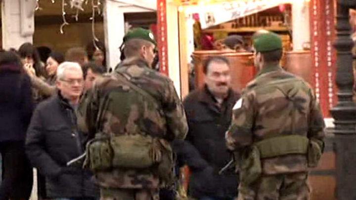Atacan con arma blanca a 3 militares que protegían un edificio judío en Niza