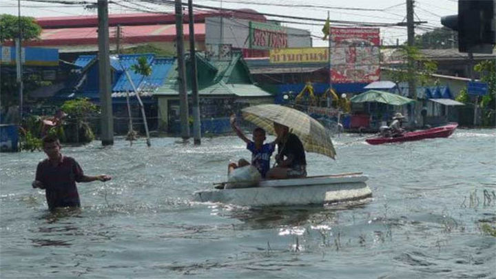 Al menos 8 muertos y 132.000 evacuados por las inundaciones en Malasia