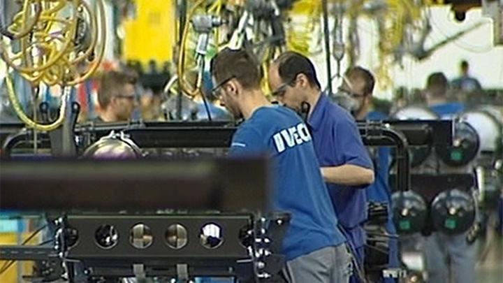 La producción industrial modera su crecimiento en agosto al 5% y suma siete meses al alza