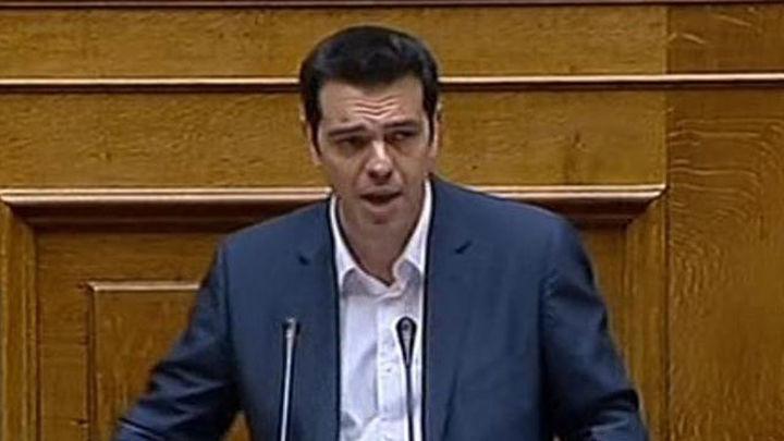 Tsipras presenta su plan de choque: ayuda humanitaria y recontrataciones