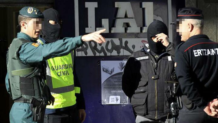 En libertad dos de las abogadas detenidas por el 'frente de cárceles' de ETA