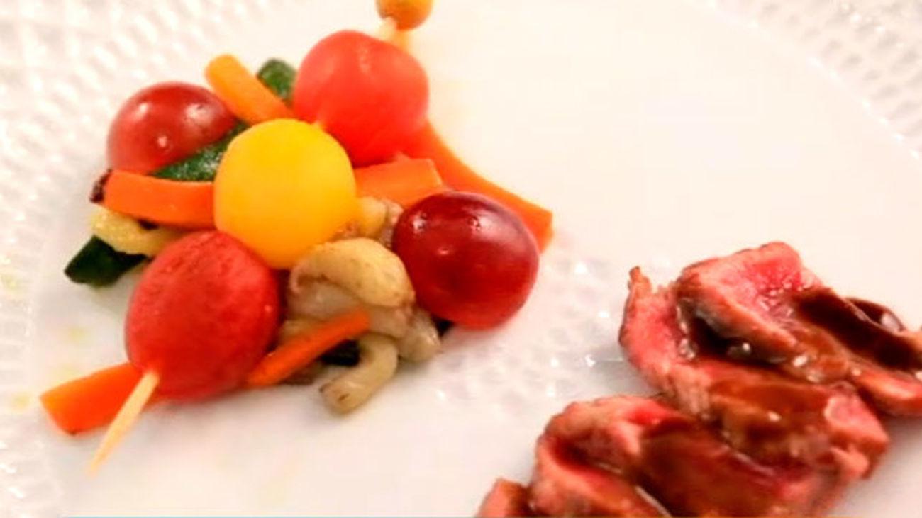 La valoración del equipo naranja: Chuletón con verduras confitadas y brocheta de verduras