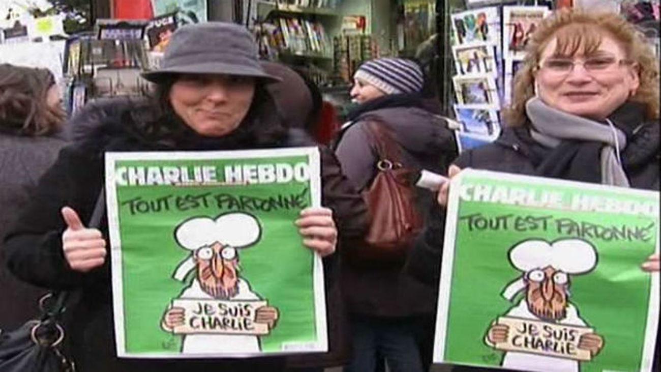 Los franceses hacen largas colas y agotan la edición del 'Charlie Hebdo'