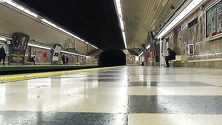 Una mujer encuentra 7.760 euros tirados en el Metro y los devuelve