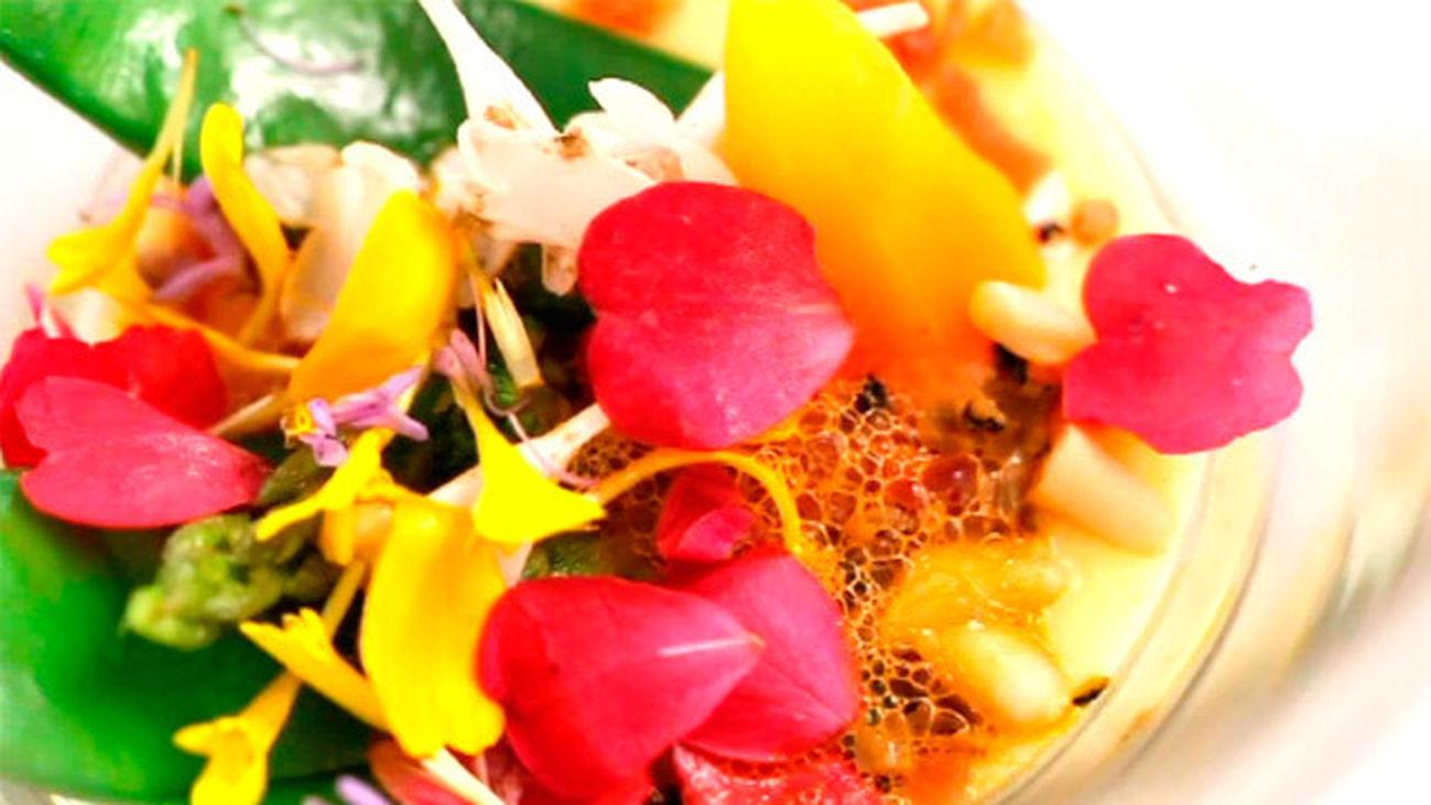 Lienzo de verduras pinceladas con caldo de jamón