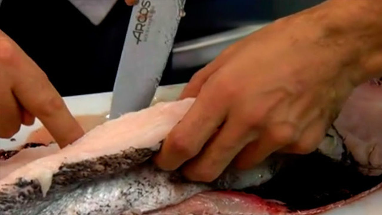 Urrechu nos explica cómo se limpia correctamente un pescado