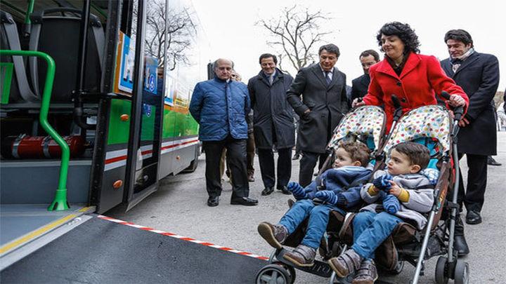 Las sillitas para gemelos podrán subirse a los autobuses urbanos e interurbanos