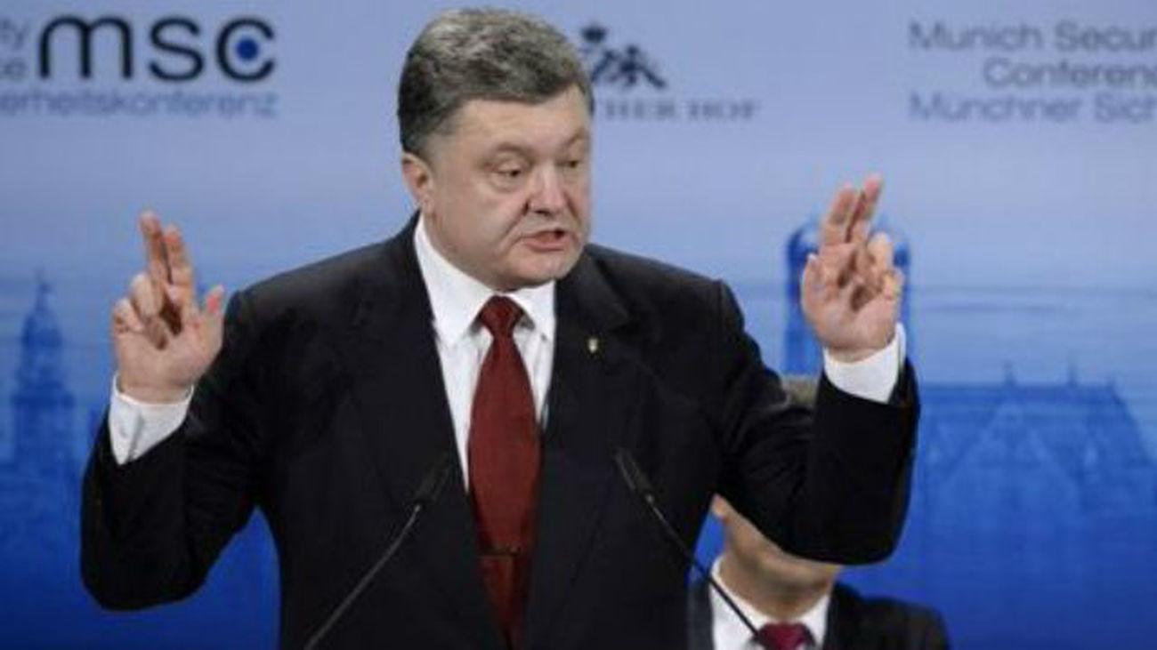 Poroshenko pide a Junker que apoye el envío de fuerzas de paz a Ucrania