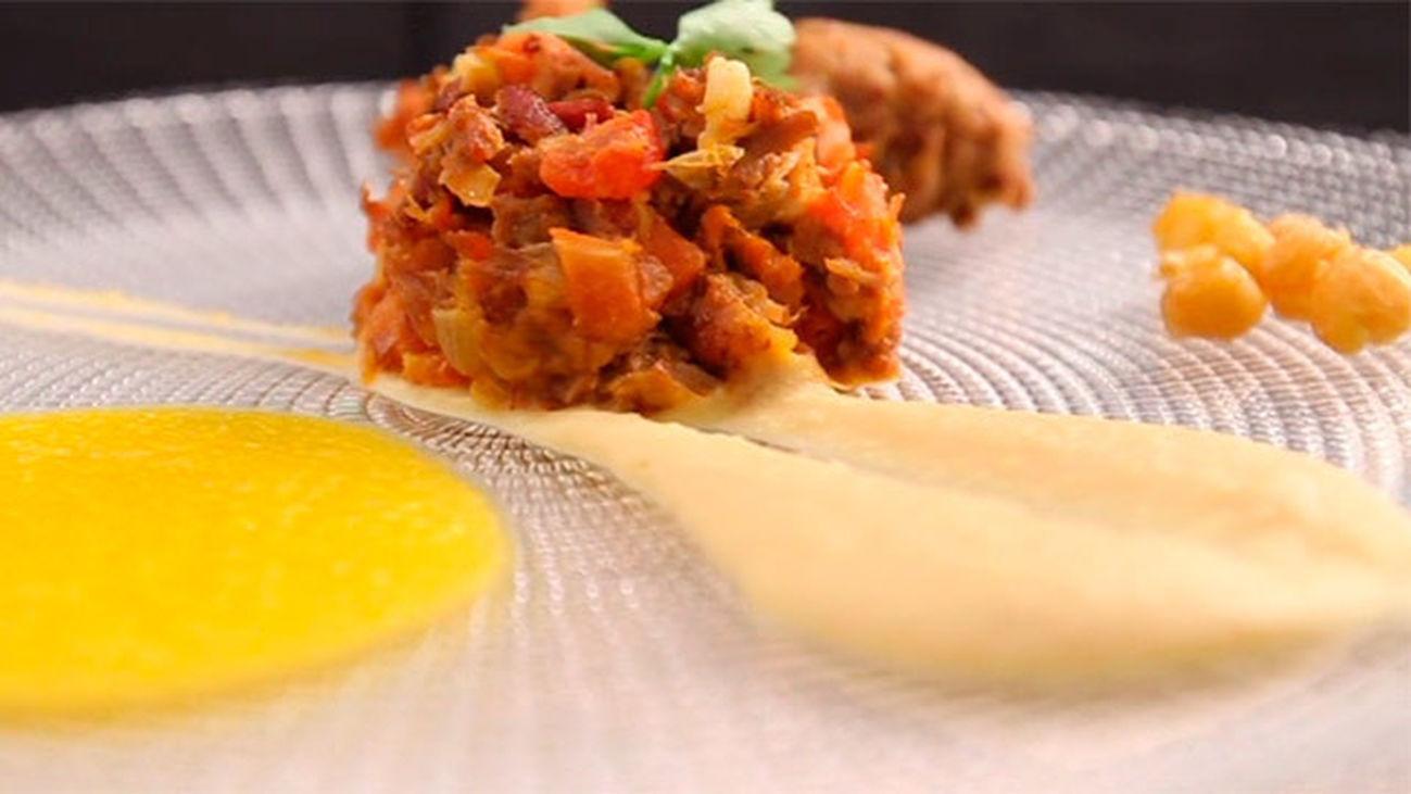 Deconstrucción de cocido con crujiente de garbanzo y aire de zanahoria