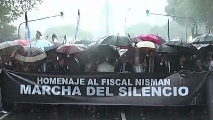 Cientos de miles de personas marchan en Argentina, en homenaje a Alberto Nisman