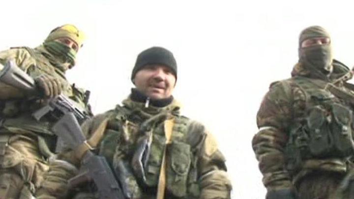 Miles de personas marchan en Kiev y un atentado empaña la celebración en Járkov