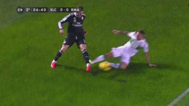 Aarón pide disculpas a Bale por su terrorífica entrada