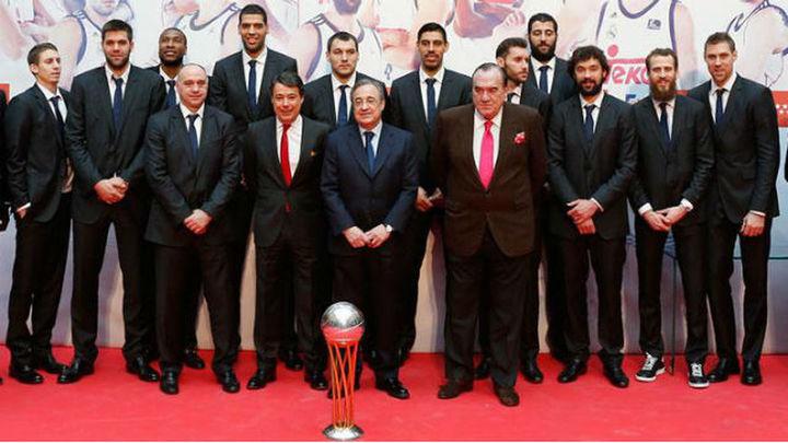 El Real Madrid ofrece la Copa a los madrileños