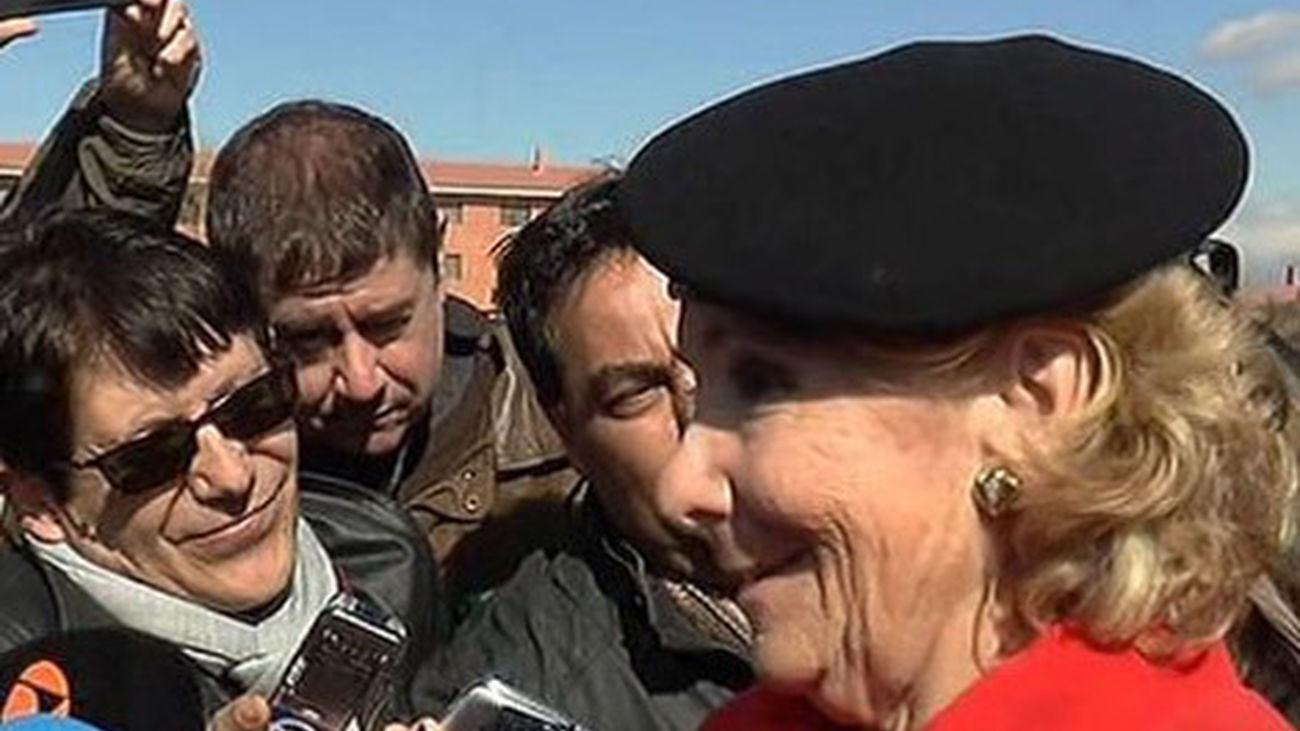 Esperanza Aguirre, nombrada paracaidista de honor del Ejército de Tierra
