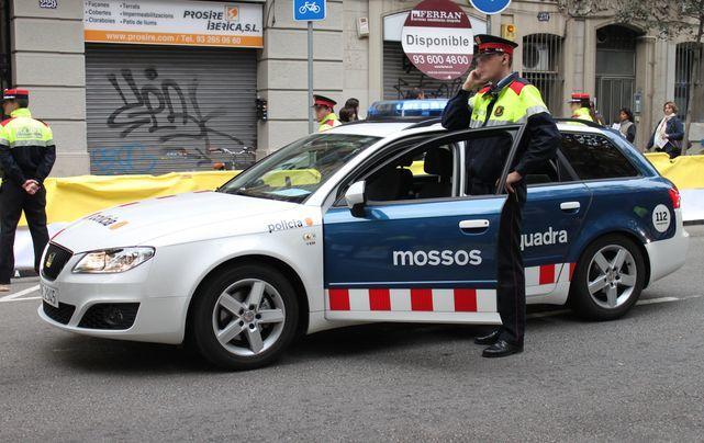 mossos_coche