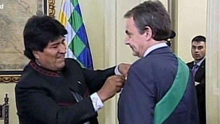 Zapatero recibe de mano de Evo Morales los máximos honores