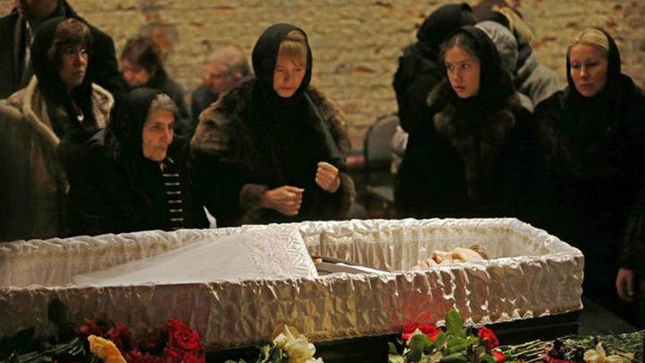 Entierran en una ceremonia íntima a Boris Nemtsov, el opositor ruso asesinado
