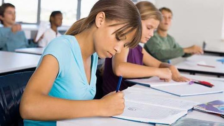 Las chicas repiten menos, rinden mejor en lectura y peor en matemáticas