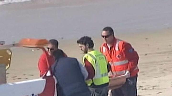 Rescatan a once inmigrantes en una patera en el Estrecho