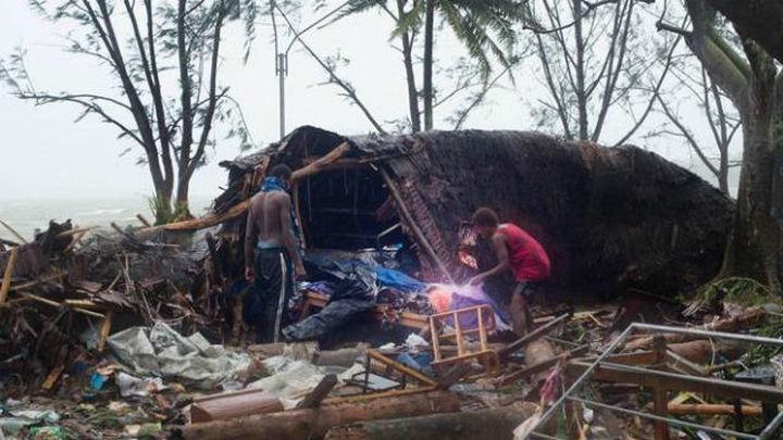 El ciclón Pam arrasa Vanuatu donde se teme por la vida de decenas de personas