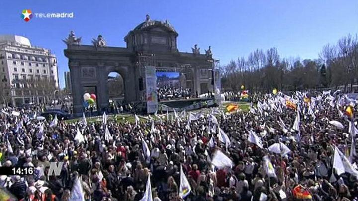 Miles de personas marchan en el centro de Madrid bajo el lema 'Cada vida importa'