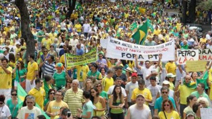 Cientos de miles de brasileños protestan contra Rousseff en Río de Janeiro