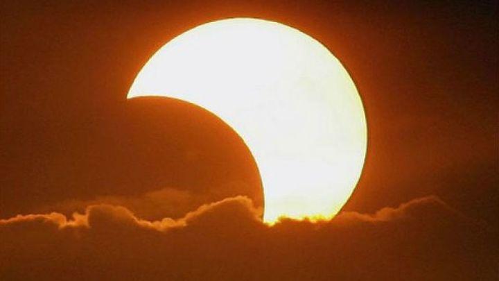 El Planetario aplaude que finalmente el tiempo ha sido 'cómplice' para ver el eclipse