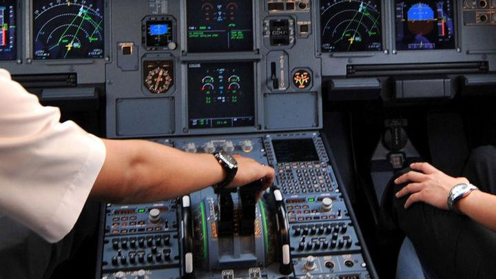 La Agencia Europea Seguridad Aérea recomienda siempre dos personas en la cabina