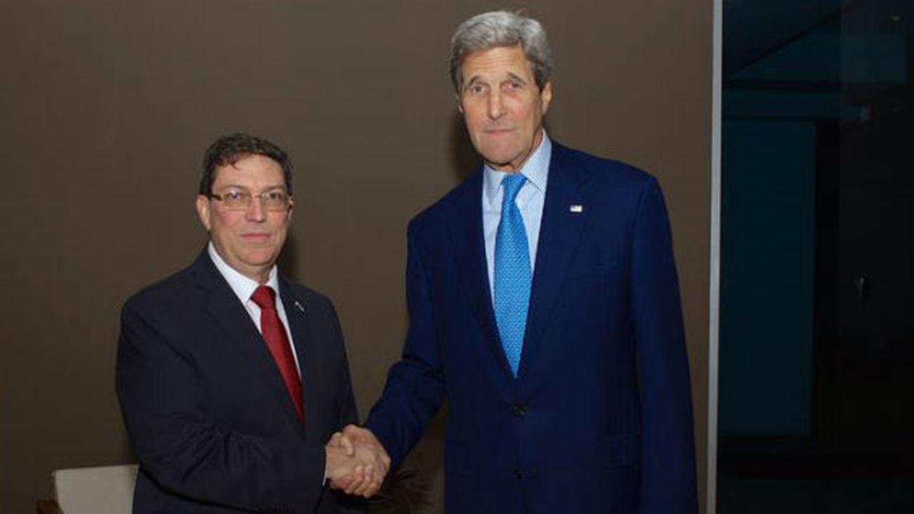 Kerry y el canciller cubano protagonizan un encuentro histórico en Panamá