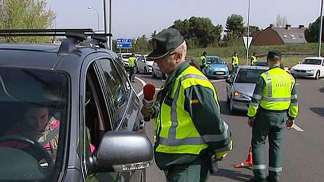 La DGT denuncia en una semana a casi 25.000 conductores