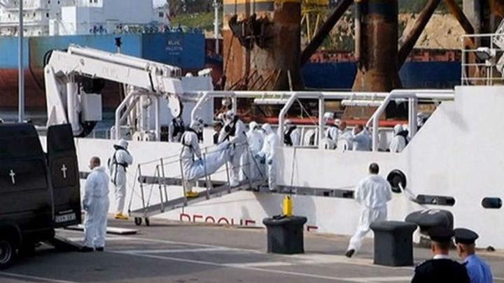 Llegan a Malta 27 supervivientes del naufragio de un barco con más de 700 inmigrantes