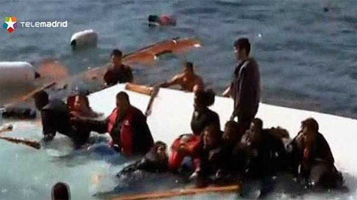 Al menos tres muertos al encallar una embarcación con 200 inmigrantes en Rodas