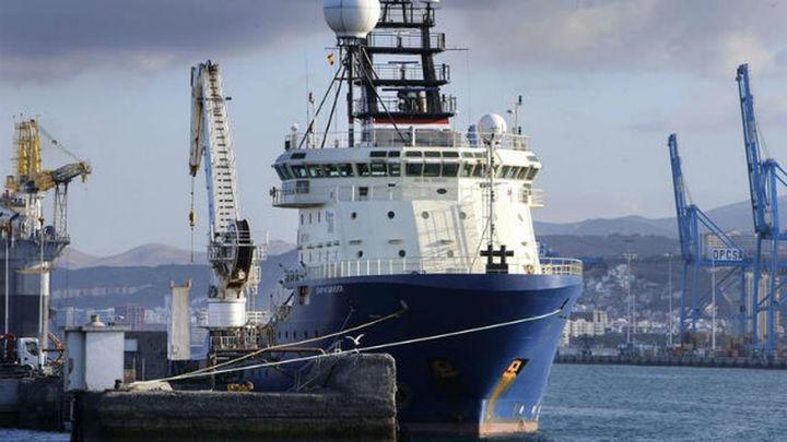 Transportan un robot submarino que explorará al pecio del hundido Oleg Naydenov