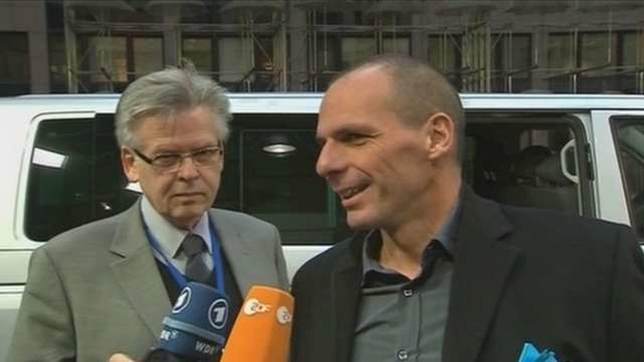 """Los ministros de la eurozona niegan haber discutido un """"plan B"""" para Grecia"""