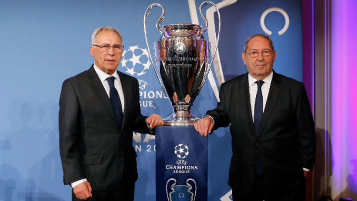 El Real Madrid entrega a Berlín el trofeo de la Champions