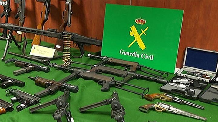 Incautan 99 armas a una red que las reactivaba para venderlas en el mercado negro