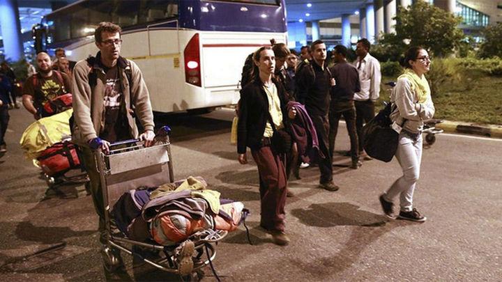 El Gobierno completa la evacuación de 127 españoles de Nepal y sigue buscando a 103