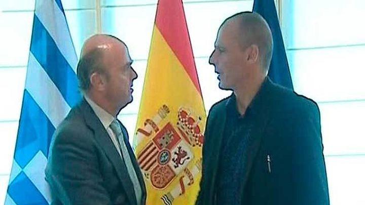 """Varufakis, optimista tras la """"perfecta armonía"""" en su reunión con De Guindos"""