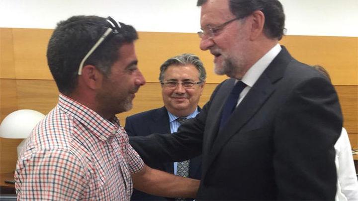 """Rajoy califica de """"héroe"""" al agricultor que ayudó a los heridos del Airbus Militar"""
