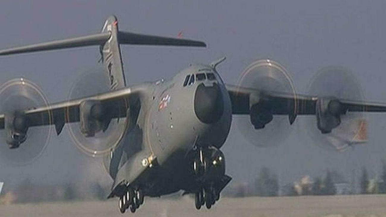 España saca a otros 110 afganos de Kabul en el tercer vuelo de un A400M desde Dubai