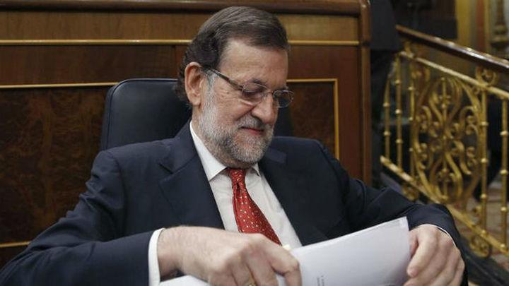 """Rajoy acusa de """"mentiras"""" a Sánchez, quien le augura que pronto irá al paro"""