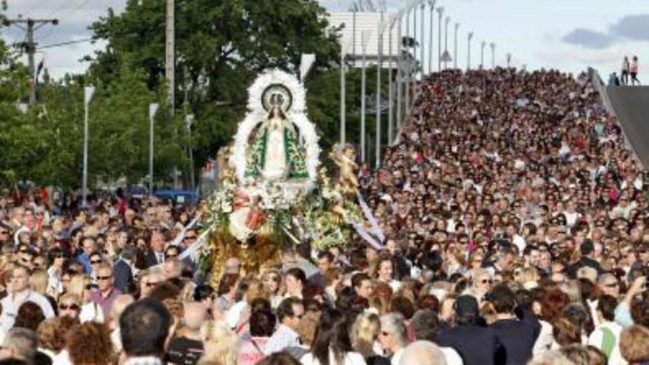 La bajada de la Virgen de los Angeles hasta la catedral, comienzo de las fiestas de Getafe