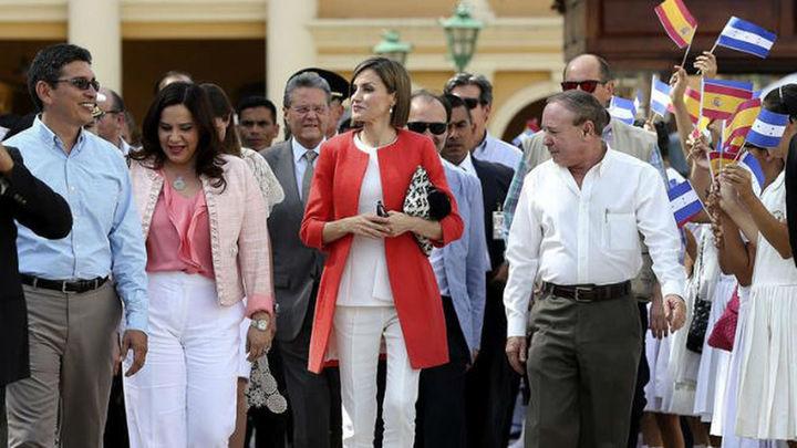 La Reina de España llega a El Salvador para visitar proyectos de cooperación