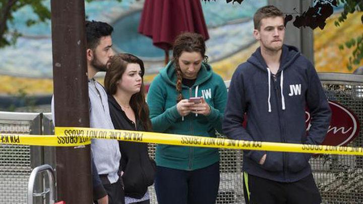 Mueren seis jóvenes al derrumbarse un balcón en California