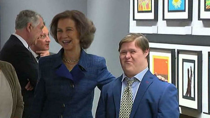 La reina Sofía entrega los premios del concurso de pintura para personas con síndrome de Down