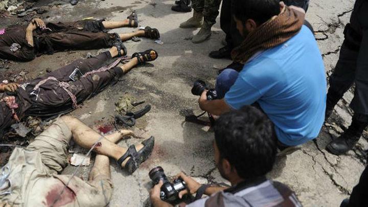 Dos civiles y 7 insurgentes muertos en un ataque talibán al Parlamento afgano