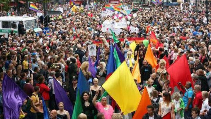 Miles de personas se suman a la marcha del Orgullo Gay en Berlín
