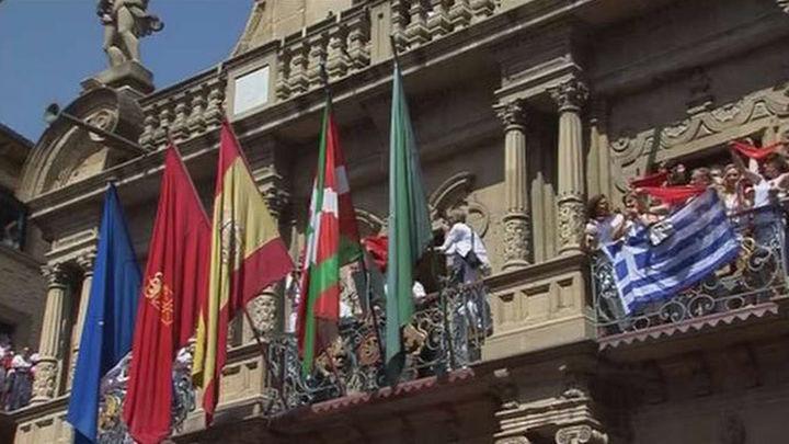 La ikurriña, en el balcón del Ayuntamiento de Pamplona en los Sanfermines
