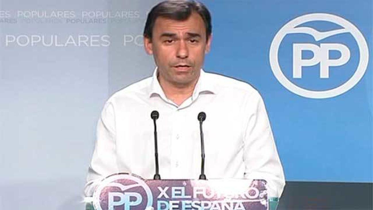 """El PP acusa a Sánchez """"atrincherarse"""" en el PSOE y tomar como """"rehenes"""" a los españoles"""