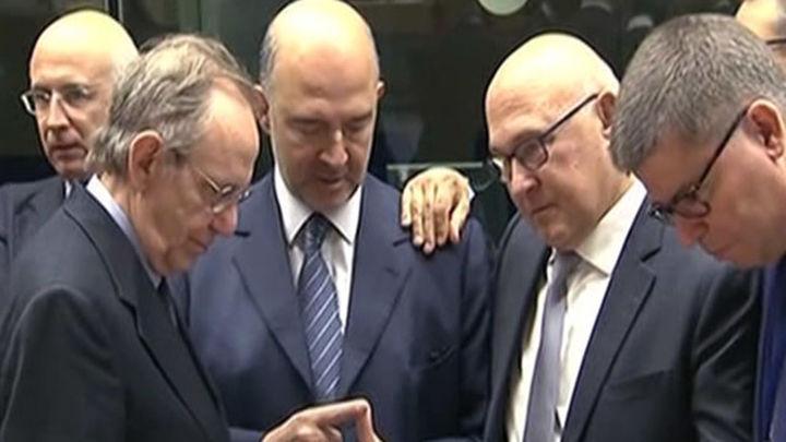 El Eurogrupo acuerda 7.000 millones para Grecia y ve bases para nuevo rescate